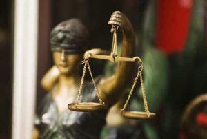 Cliente cobrado ilegalmente ganha direito de receber R$ 12 mil de indenização5230581853