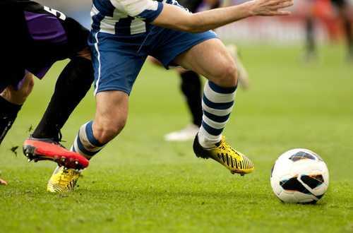 Empregado que se acidentou em campeonato de futebol promovido pela empregadora não consegue indenização | Juristas