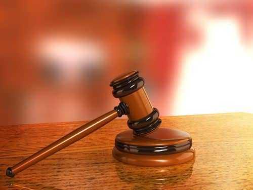 Recusa do empregador em liberar empregada para estágio de curso superior no horário de trabalho não configura dano moral | Juristas