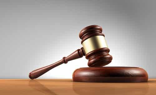 Empresa que dava publicidade às faltas ao trabalho indenizará empregada por danos morais | Juristas