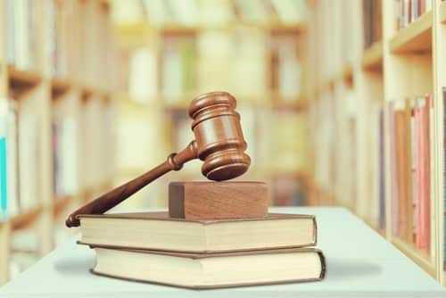 Juiz não reconhece direito à reintegração ou à indenização substitutiva de empregada grávida que obteve vantagem com dispensa   Juristas