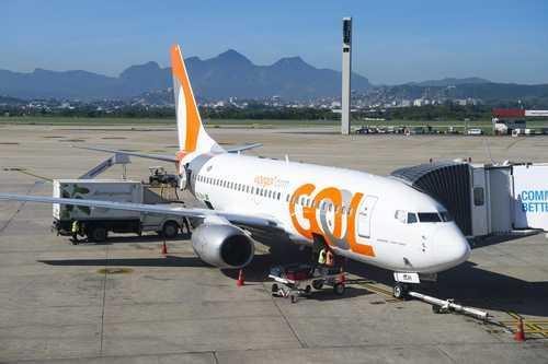Gol Linhas Aéreas deve indenizar passageiros por atraso de 7 horas | Juristas