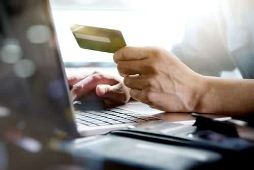 Trabalhador que teve nome inscrito no SPC em razão de débito de tarifa de conta aberta para depósito de salário será indenizado | Juristas