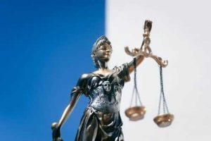 Homem é condenado a 5 anos de prisão por posse de notas falsas de R$ 200 | Juristas