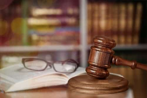 Estagiário tratado por apelidos pejorativos receberá indenização por danos morais   Juristas