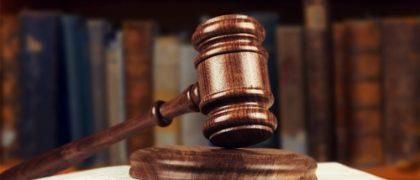 Acusado de portar arma de fogo ilegalmente deve permanecer preso