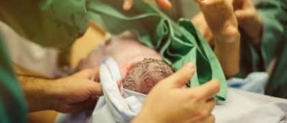 Juiz condena AMIL por negar cobertura a parto de emergência
