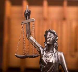Operadora de telefonia Vivo é condenada a retirar antena irregular