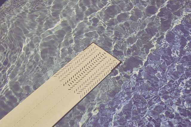 Empresa é condenada a indenizar cliente por defeitos na instalação de piscina | Juristas