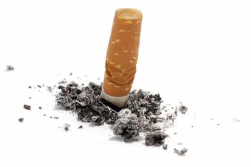 Supermercado é condenado por ponta de cigarro jogada em carrinho de bebê