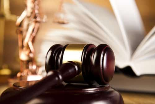 Dupla é condenada por facilitar prostituição de adolescente