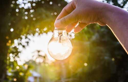 Proprietário de imóvel deverá indenizar inquilina por deixá-la sem energia elétrica