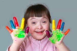 Menina com Síndrome de Down poderá seguir tratamento em clínica particular