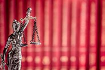 Indeferimento incorreto de aposentadoria não gera direito à indenização