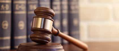 Menina de três anos portadora de pé torto congênito ganha na justiça direito a benefício assistencial