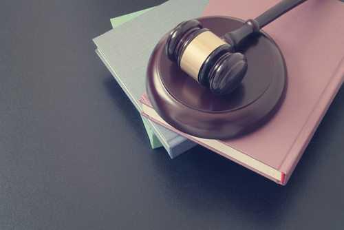 TJDFT mantém condenação de loja a indenizar consumidora por abordagem excessiva | Juristas