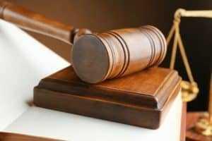 Invasão a domicílio em flagrante de crime permanente é constitucional