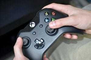 Empresa deve indenizar por não entregar videogame