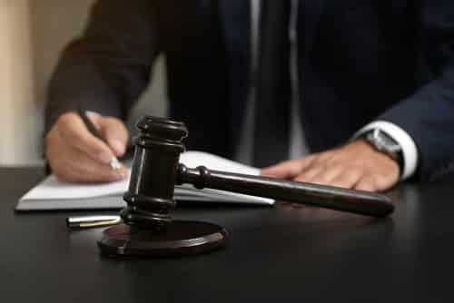 Juiz nega vínculo entre pastor e Igreja | Juristas