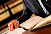 Advogado que ficou quase 2 horas em fila bancária será indenizado