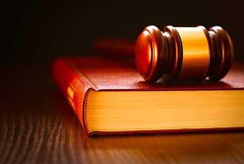 Briga entre condôminos sem ofensas pessoais não enseja indenização