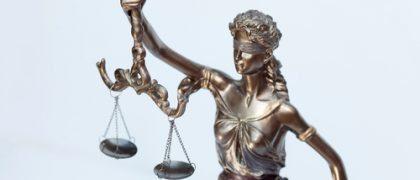 Empresa em dificuldade financeira ganha direito à justiça gratuita