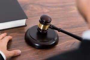 Direito de servidor público só prescreve após aposentadoria ou exoneração