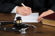 Empresas são condenadas a indenizar cliente por rompimento de próteses de silicone