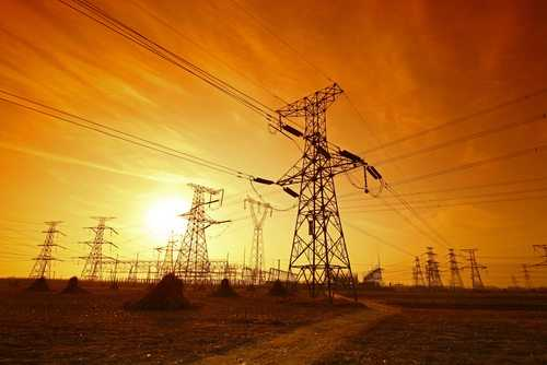 Explosão em poste de energia obriga companhia elétrica a ressarcir proprietária de veículo danificado