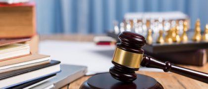 Empresa que oferecia banheiro e refeitório em condições precárias é condenada por dano moral