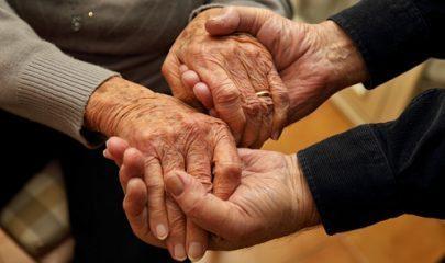 Casal de idosos será indenizado por saques irregulares que dilapidaram suas economias