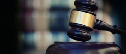 Justiça determina que distribuidora mantenha fornecimento de energia elétrica a idosa