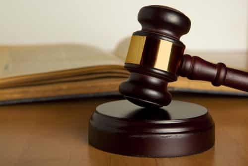 Empresa é condenada por transportar empregado em caminhão com número insuficiente de cintos de segurança