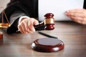 Juíza de Formosa/GO ameaça prender réu por ausência de advogado | Juristas