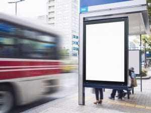 Idosa que caiu ao tentar entrar em ônibus será indenizada