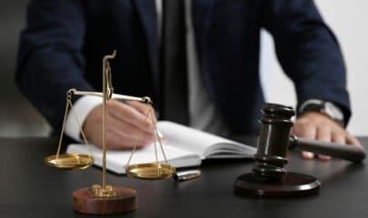 Justiça decreta indisponibilidade de bens de ex-prefeito de Formosa, estritório de advocacia e advogado