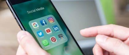 Compartilhar livros e aulas via Whatsapp e redes sociais é crime de violação de direito autoral