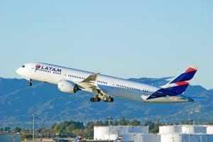 Alteração de voo comunicada com antecedência não gera danos morais | Juristas