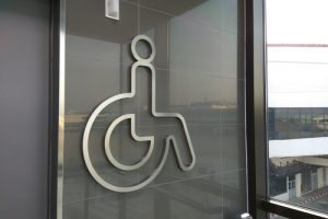 Empresa deve adaptar local e rotina de trabalho para cumprir cota de empregados com deficiência