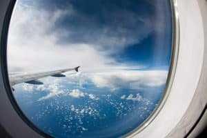 Azul Linhas Aéreas deve pagar indenização por danos morais por cancelamento e remarcação de voo | Juristas