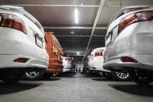 Fornecimento de estacionamento para o empregado não caracteriza salário utilidade