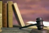 Não é abusiva cláusula que responsabiliza comprador pela desocupação de imóvel adquirido da CEF