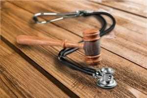 Plano de saúde deve pagar R$ 21.300 por negar cirurgia a criança com traumatismo craniano