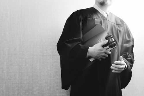 Terceirização beneficia categorias, diz advogado