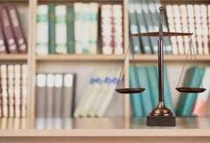 Justiça entende que Plano de Saúde não precisa ressarcir usuária que optou por prótese importada | Juristas