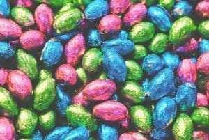 Consumidor será indenizado após ter surpresa ao adquirir ovos de Páscoa contaminados