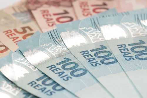 Equipe econômica tenta fazer reforma tributária avançar na crise política