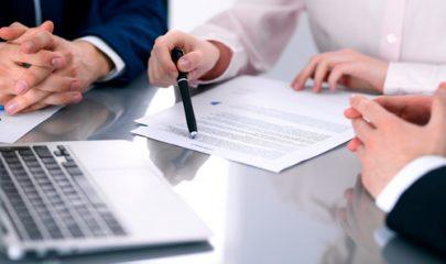 Declarada ilegalidade de cláusula que previa pagamento integral de honorários mesmo com revogação do mandato