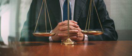 Impedimento do exercício da advocacia por parlamentar independe de esfera de poder