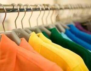 Vendedor de roupas ofendido quanto à orientação sexual receberá indenização